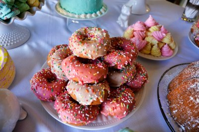 Who doesn't love colorful sprinkle donuts??!!